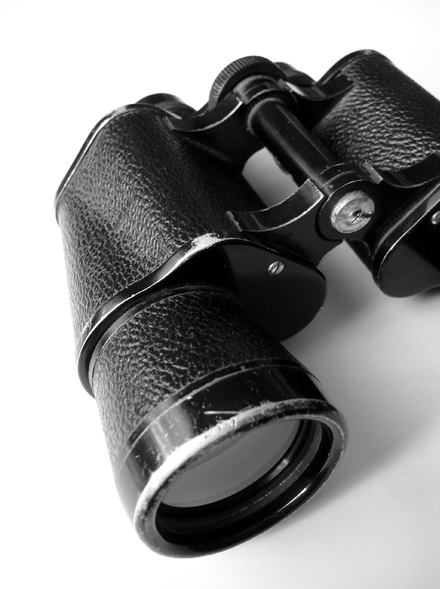 binoculars-1423841-639x855